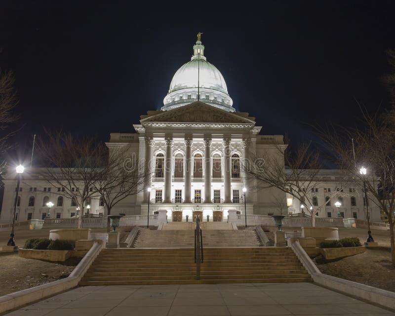 Wisconsin-Staatskapitolgebäude nachts in Madison, WI lizenzfreie stockbilder
