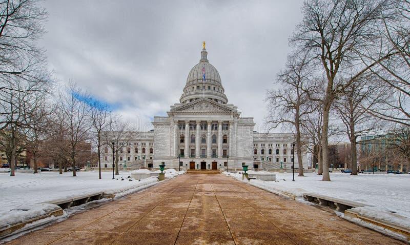 Wisconsin statlig Capitolbyggnad i vinter royaltyfria foton
