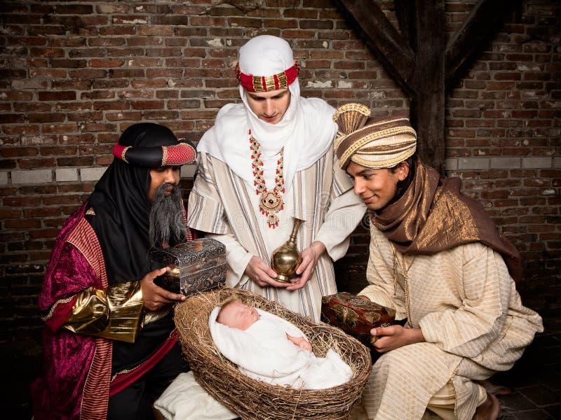 Wisemen con el bebé imagen de archivo libre de regalías