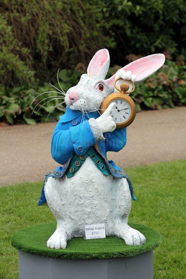 Wisley,萨里,英国- 2017年4月30日:庭院装饰品或雕象  免版税库存照片