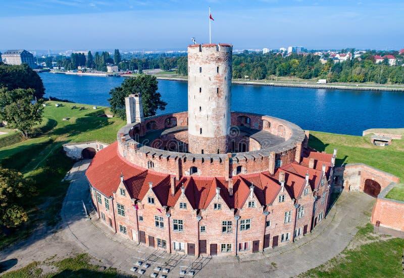 Wisloujscie-Festung in Gdansk, Polen Schattenbild des kauernden Geschäftsmannes lizenzfreie stockfotografie