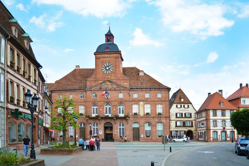 Wissembourg, France - hôtel de ville baroque de grès de Wissembourg images stock