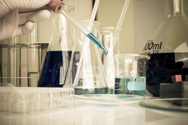 Wissenschaftslabor mit chemischem Thema stockfotografie