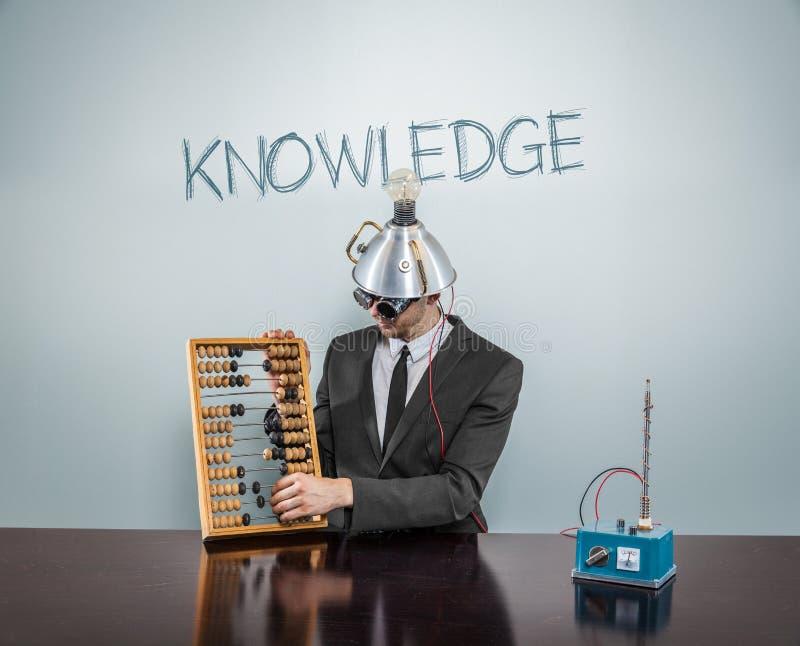 Wissenstext auf Tafel mit Geschäftsmann stockfoto