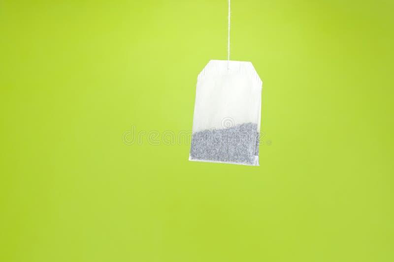 Wisząca herbaciana torba z zieloną herbatą obraz stock