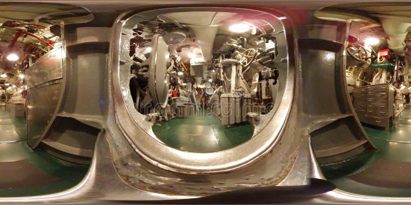 WISZĄCA OZDOBA - MAJ 12: USS Alabama okręt wojenny BB-60, 360 VR widok wśrodku parowozowego maszyneria pokoju na pokładzie ten po zdjęcie stock