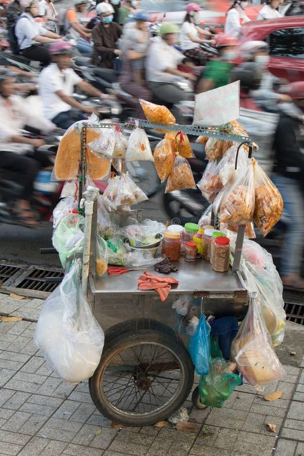 Wisząca ozdoba stojak z tradycyjnym Wietnamskim jedzeniem fotografia stock