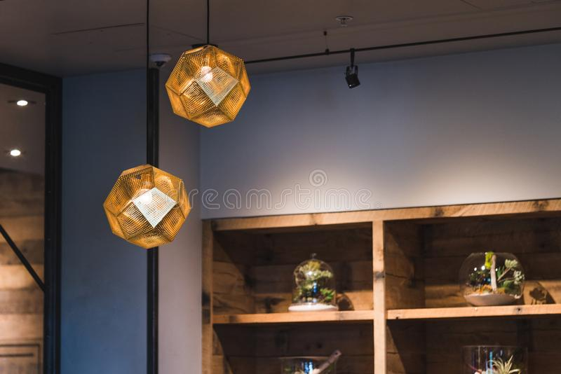 Wiszące lekkie lampy zdjęcia royalty free