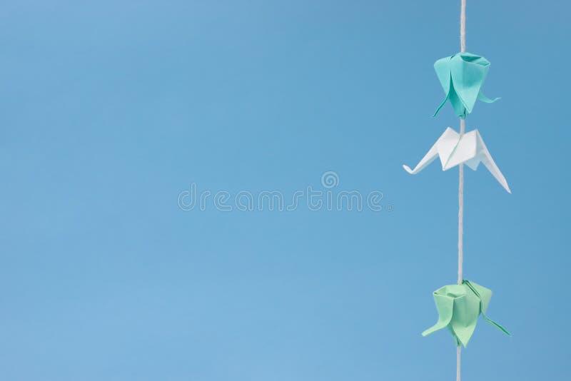 wiszącego origami mała nić obraz stock