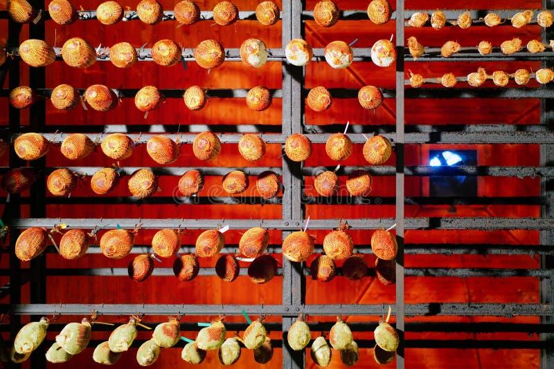 Wiszący tradycyjny wysuszony francuski mięsny dojrzenie loch w Franche Comte obraz royalty free