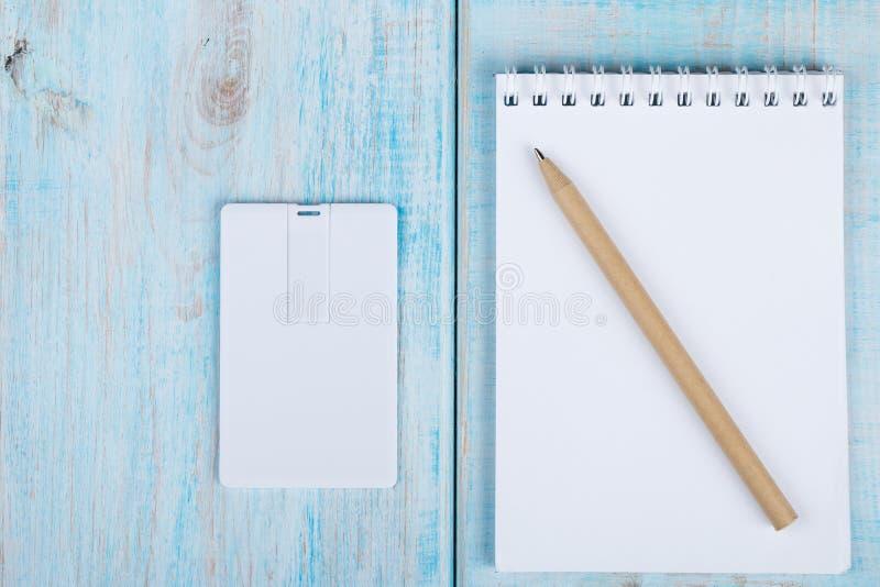 Wit adreskaartje, naamkaart, usb het ontwerp van het de kaartmodel van het flitsgeheugen stock afbeeldingen