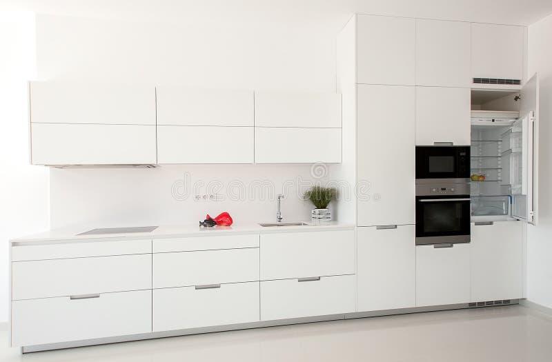 Wit binnenland Minimalistic Binnenlands Ontwerp Modern bont stock afbeeldingen