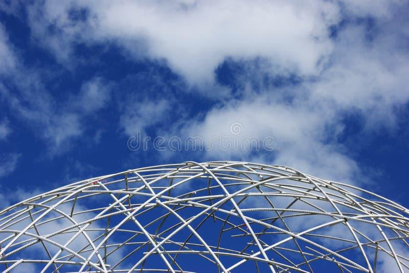Wit bolkader en Blauwe Hemel royalty-vrije stock foto