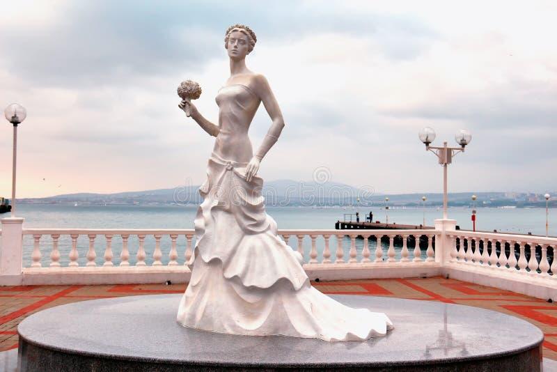 Wit Bruidbeeldhouwwerk in Gelendzhik royalty-vrije stock afbeelding