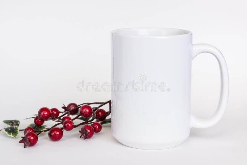 wit ceramisch de mokmodel van 15 oz, witte foto met minimalistic decor stock illustratie