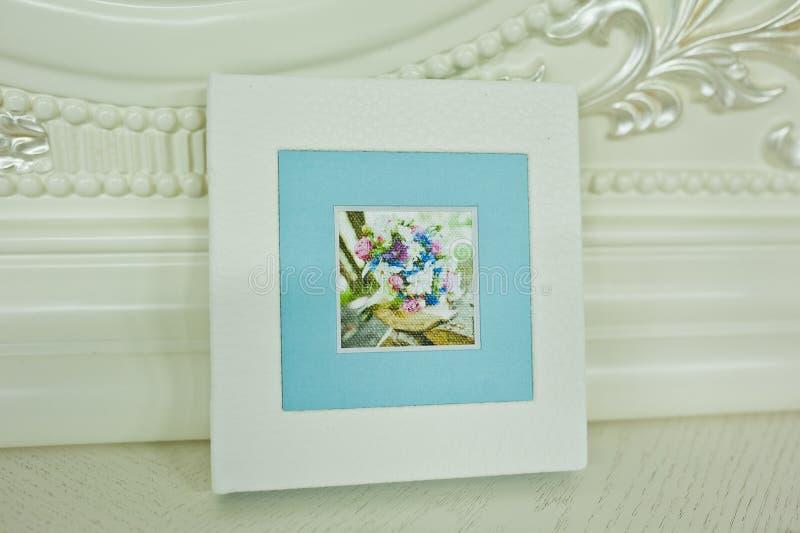Wit en blauw de fotoboek van het paspartuhuwelijk royalty-vrije stock foto