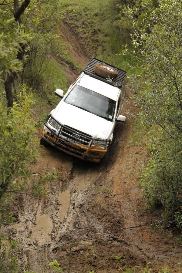 Download Wit Ford XLT Supercab 3.0L TDCi Redactionele Fotografie - Afbeelding bestaande uit sterk, modder: 39111507
