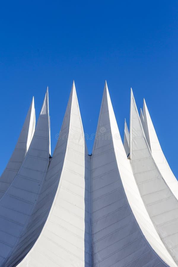 Wit futuristisch dak met aren stock fotografie