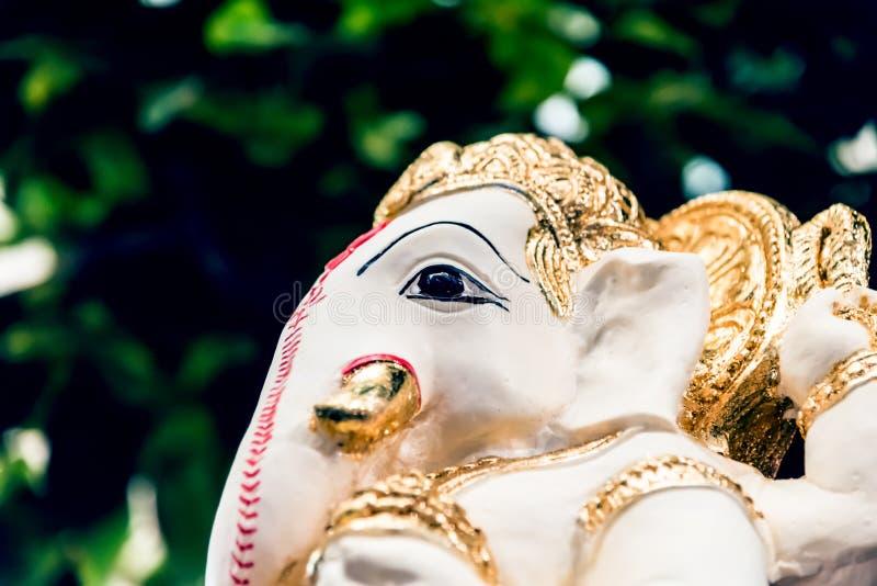 Wit Ganesh Elephant Hindu-godsstandbeeld stock afbeelding