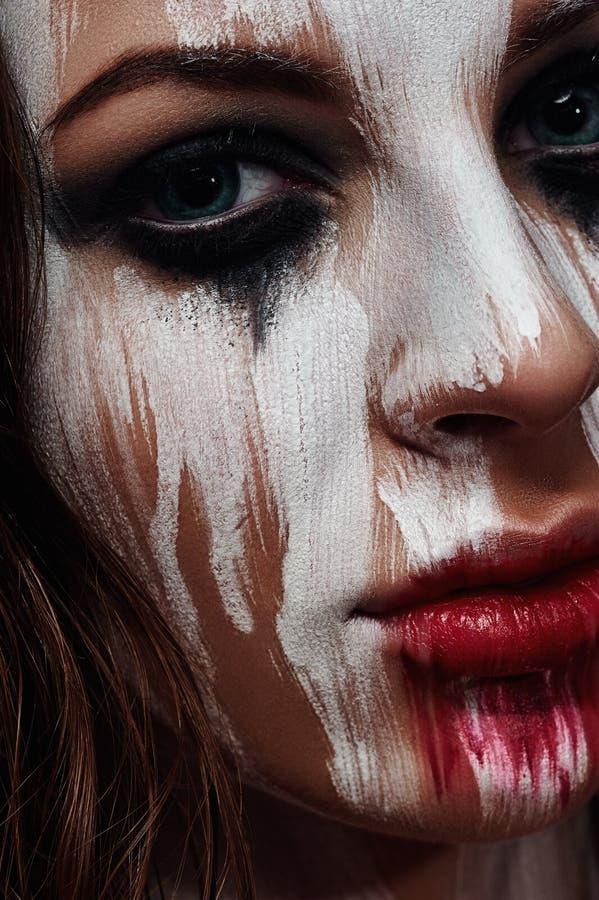 Wit geschilderd Gezicht van donkerbruin Meisje royalty-vrije stock foto