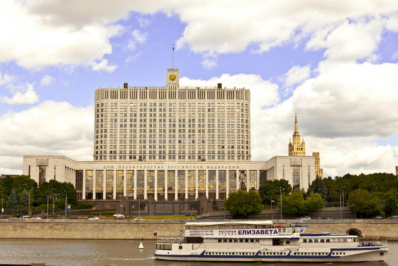 Wit huis in Moskou, Rusland stock afbeeldingen