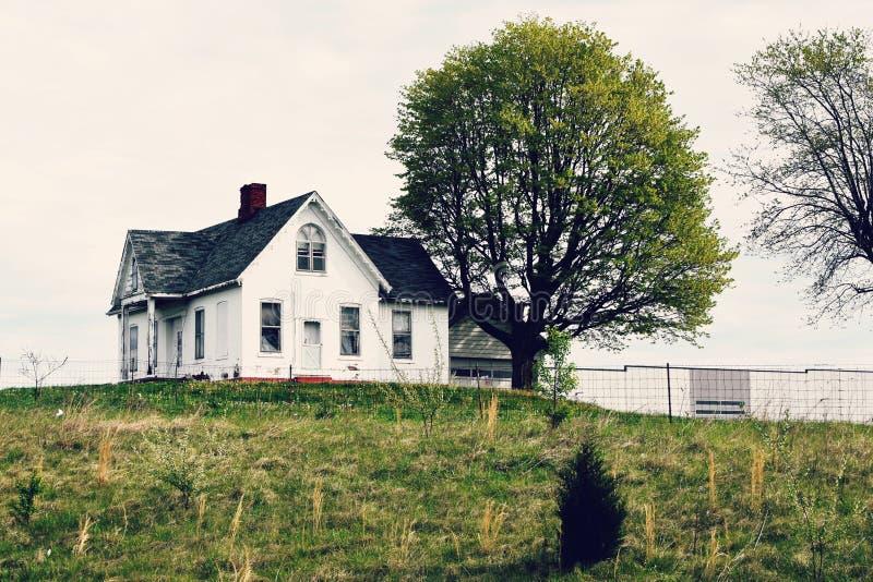 Wit Huis op een Heuvel royalty-vrije stock afbeeldingen