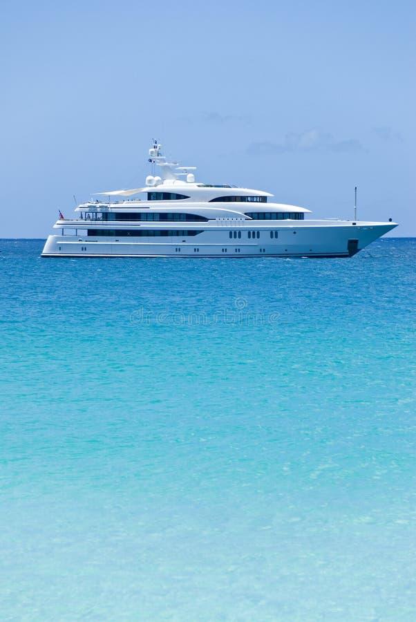 Wit Jacht op de Oceaan stock foto