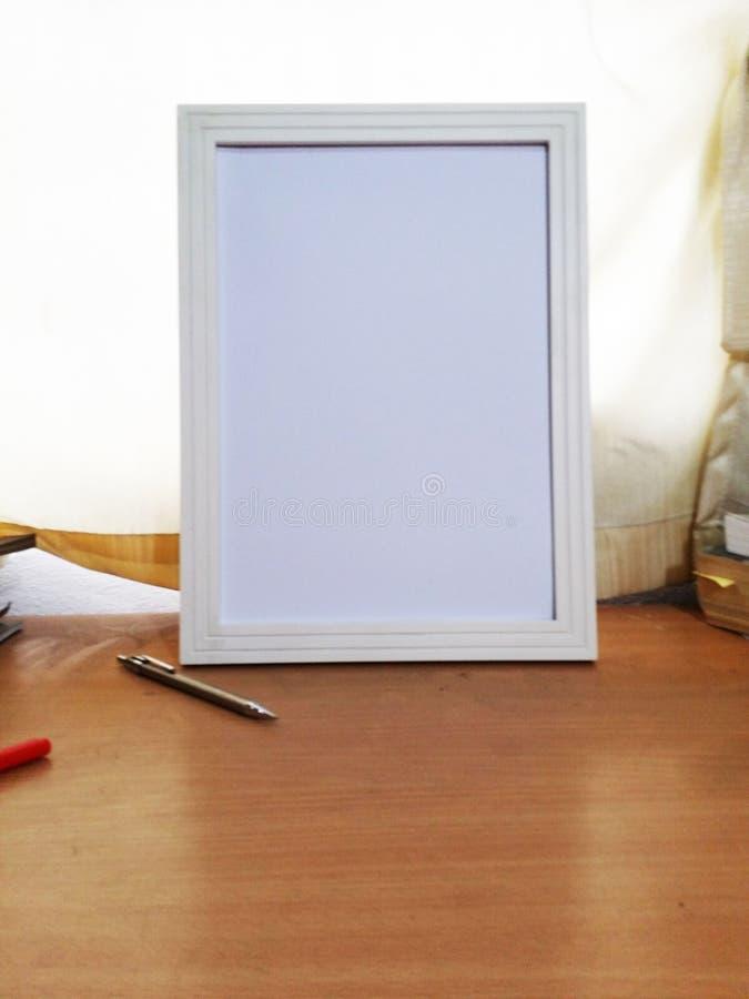 Wit Kader op Positie 3 van de Studie Eiken Lijst stock foto's