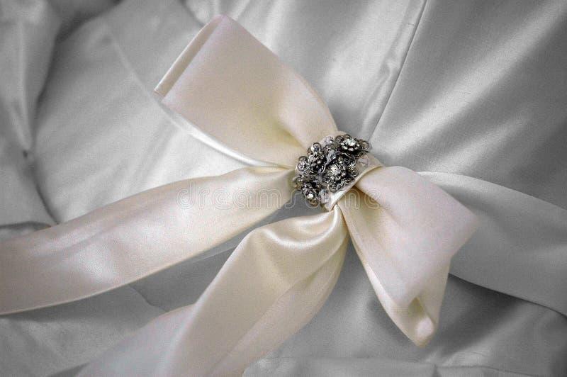 Wit lint en juwelen stock foto