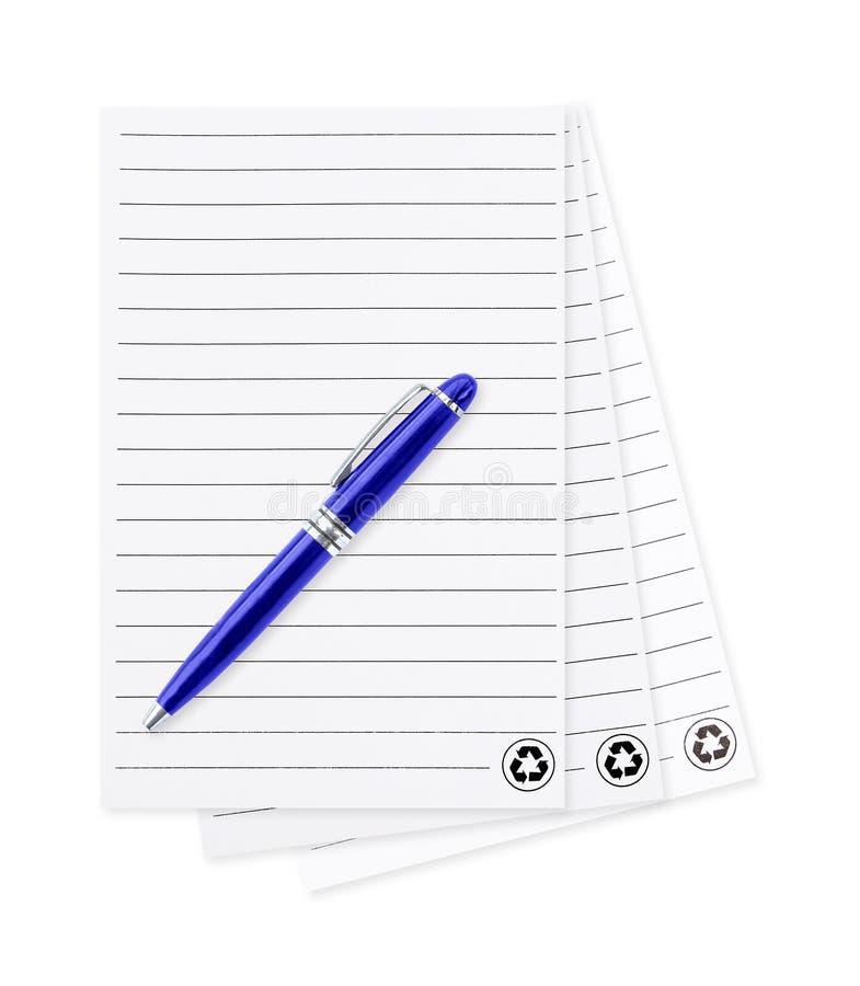 Wit notadocument met pen Geïsoleerdj op witte achtergrond leeg p stock afbeelding