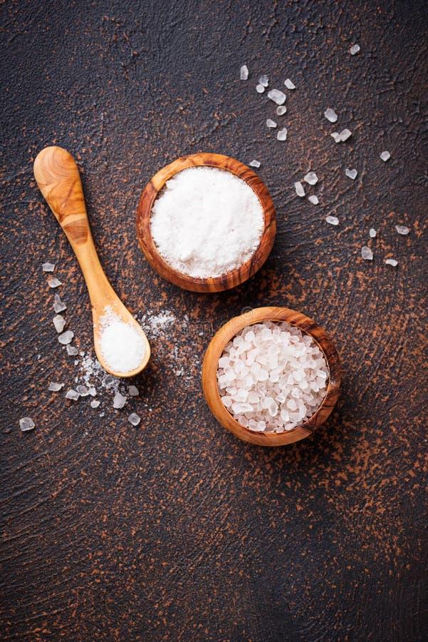 Download Wit Overzees Zout Op Roestige Achtergrond Stock Afbeelding - Afbeelding bestaande uit zout, overzees: 114226767