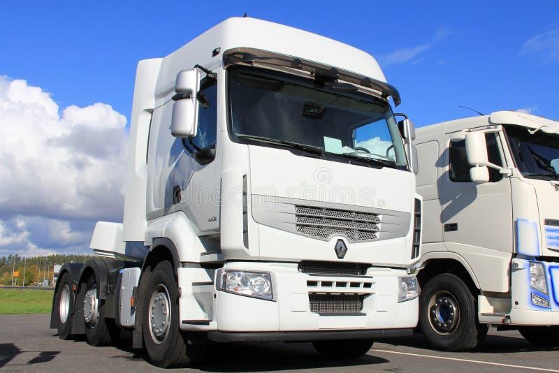 Wit Renault Premium 460 Vrachtwagen royalty-vrije stock foto