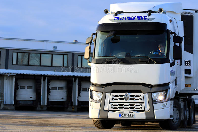 Wit Renault Trucks T op Pakhuiswerf stock foto