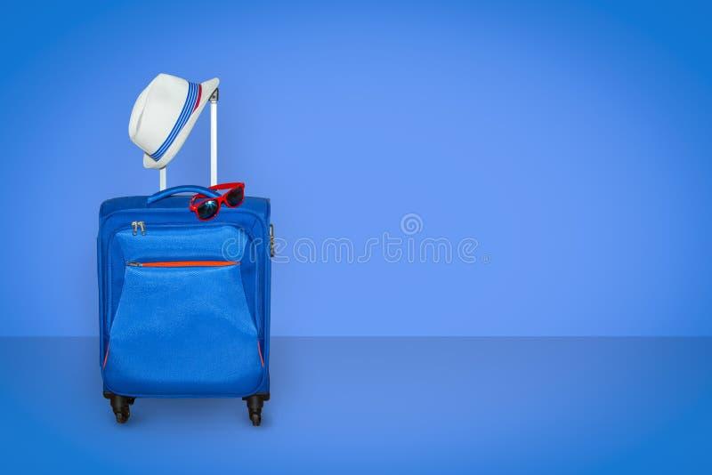 Wit Reuzenrad met glas lichtblauwe cabines tegen het blauw stock foto