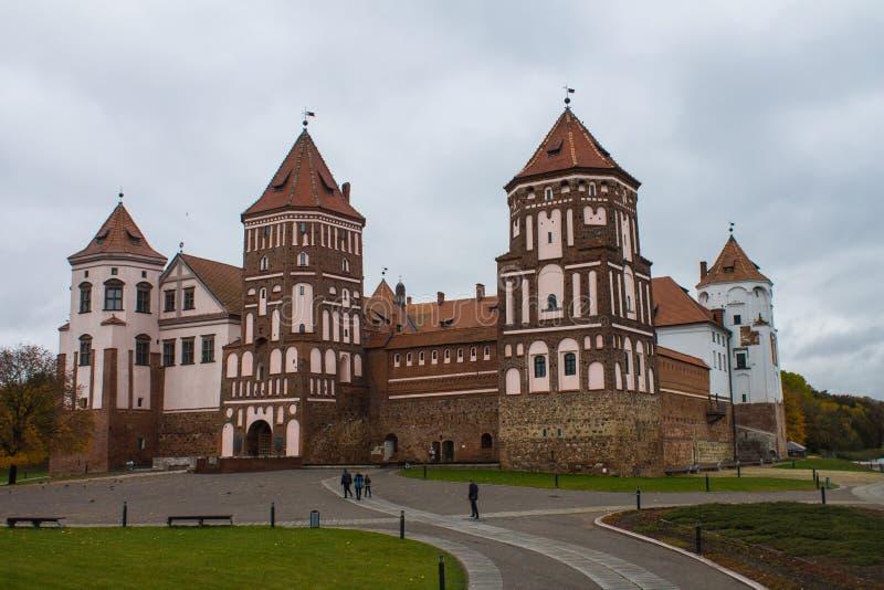 Wit-Rusland, gebied van Grodno, 23, Oktober, 2015: Mir Castle stock afbeeldingen