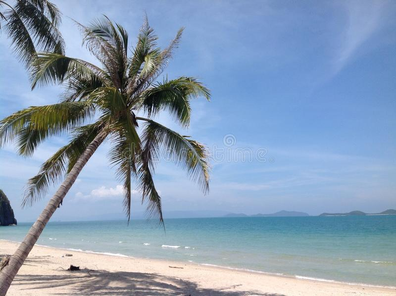 Wit strand in het zuiden van Thailand royalty-vrije stock foto's