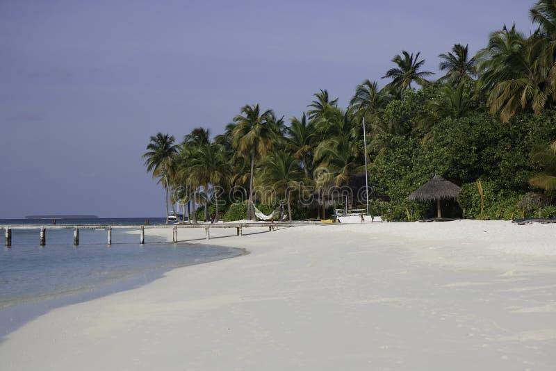 Wit tropisch strand, Mirihi, de Maldiven royalty-vrije stock afbeeldingen