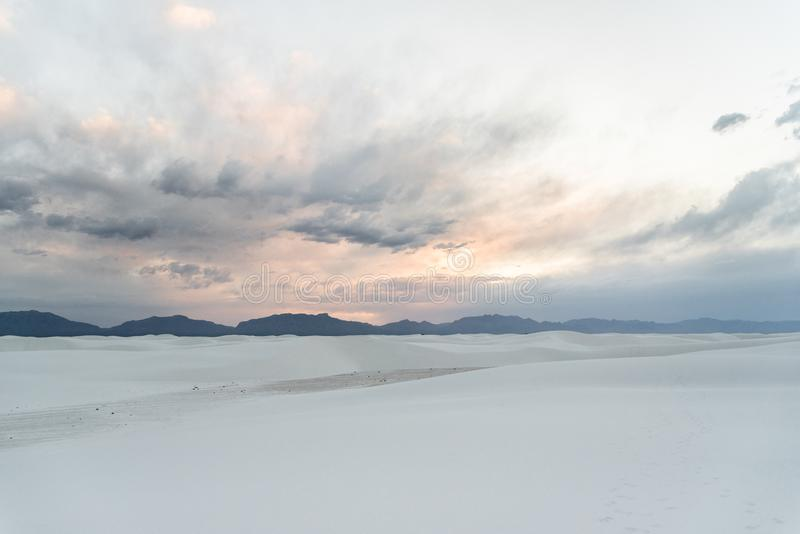 Wit Zand New Mexico na zonsondergang stock fotografie