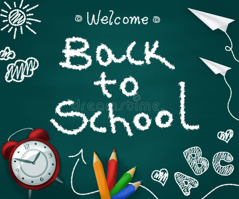 Wita z powrotem szkoła w chalkboard z realistycznymi dostawami tylna koncepcji do szko?y zdjęcia stock