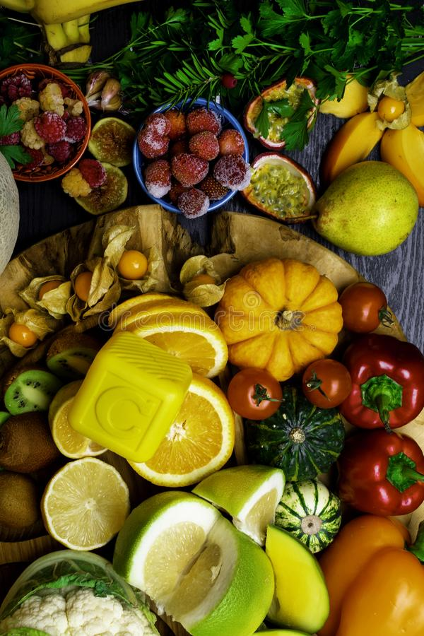 Witamina C w owoc i warzywo Naturalni produkty bogaci w witaminie C zdjęcie stock