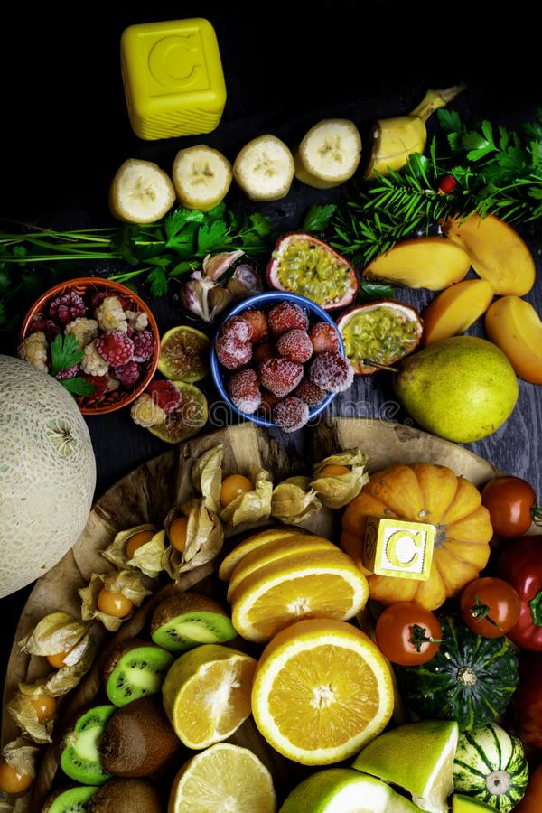 Witamina C w owoc i warzywo Naturalni produkty bogaci w witaminie C obrazy royalty free