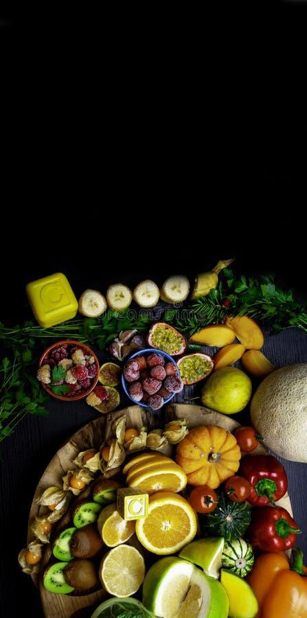Witamina C w owoc i warzywo Naturalni produkty bogaci w witaminie C zdjęcia stock