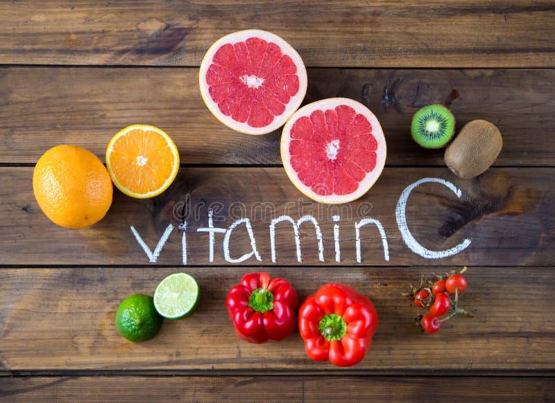 Witamina C w owoc i warzywo Naturalni produkty bogaci w witaminie C zdjęcie royalty free