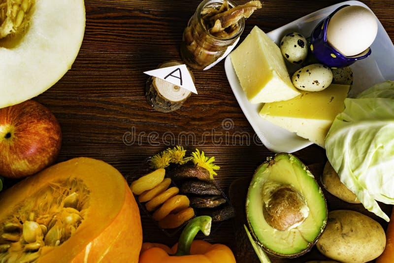 Witamina A w jedzeniu, Naturalni produkty bogaci w witaminie A jak pieprzu, bania, jabłko, grula, kapusta, avocado, wysuszone mor obrazy stock