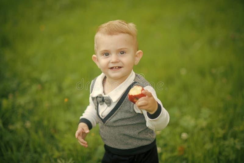 Witaminy dla dzieci Zdrowie, opieka zdrowotna, zdrowa dieta zdjęcia royalty free