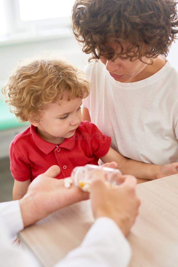 Witaminy recepta dla Little Boy fotografia royalty free