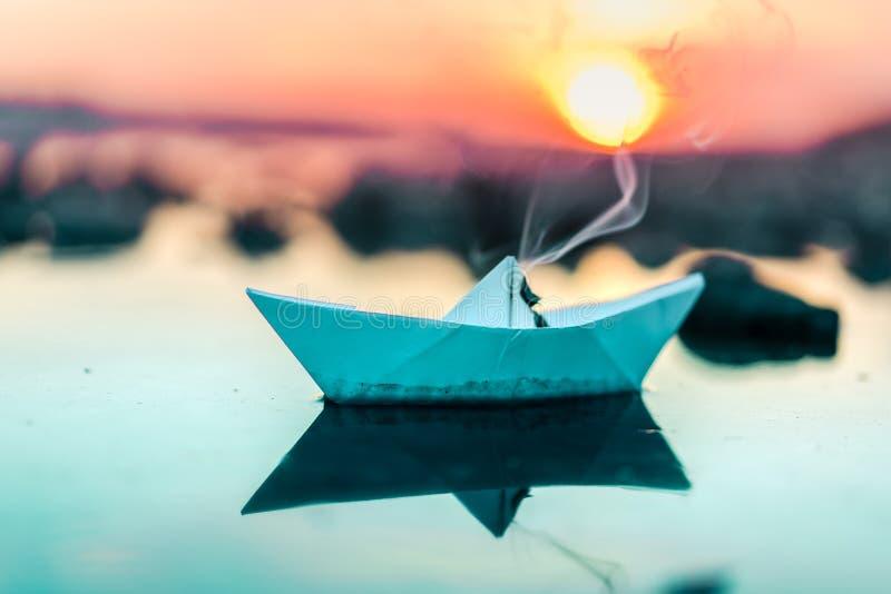 Witboekboot royalty-vrije stock afbeeldingen