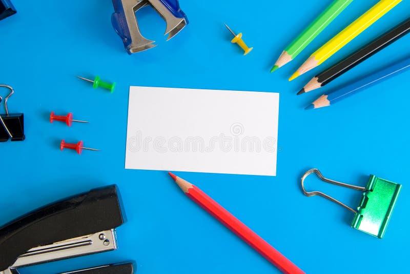 Witboekkaart en kantoorbehoeften royalty-vrije stock afbeelding