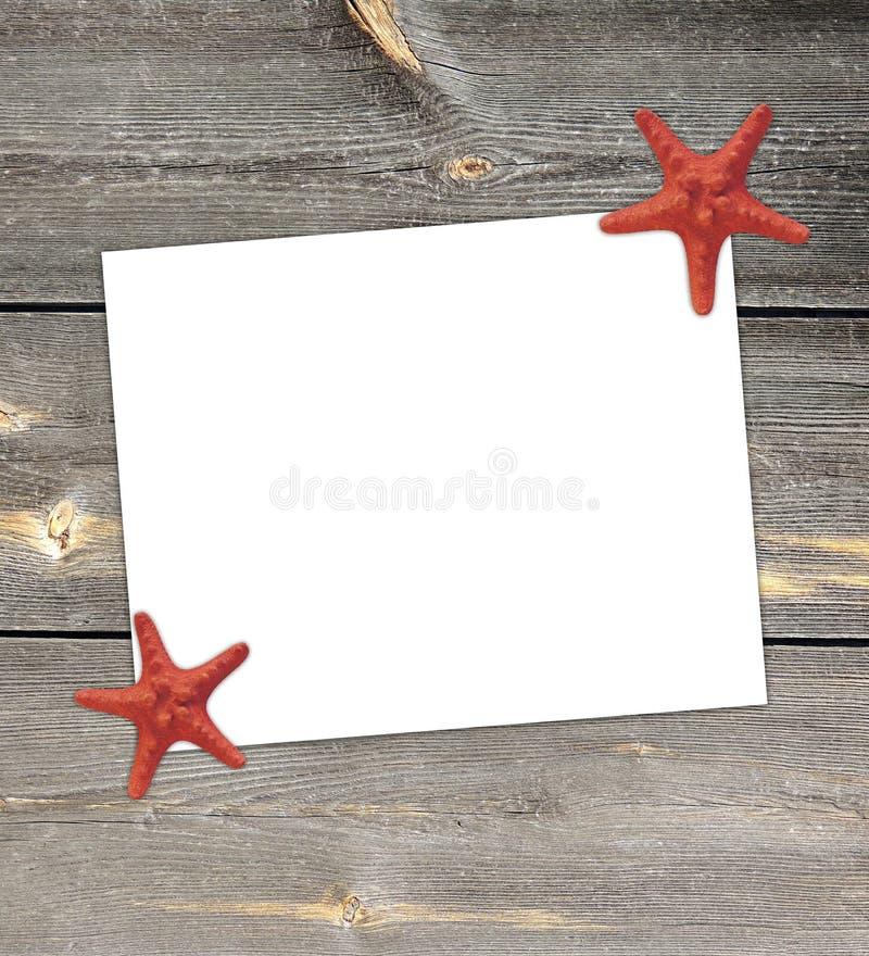 Witboeknota met zeester in het seizoen van de de zomervakantie stock foto