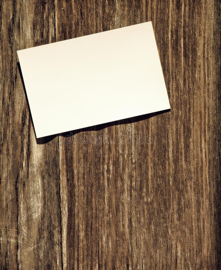 Witboekspatie op grunge houten muur met lege ruimte voor tex royalty-vrije stock afbeelding